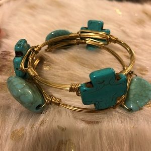 Jewelry - Turquoise and gold bangle bracelets. Set of 2.